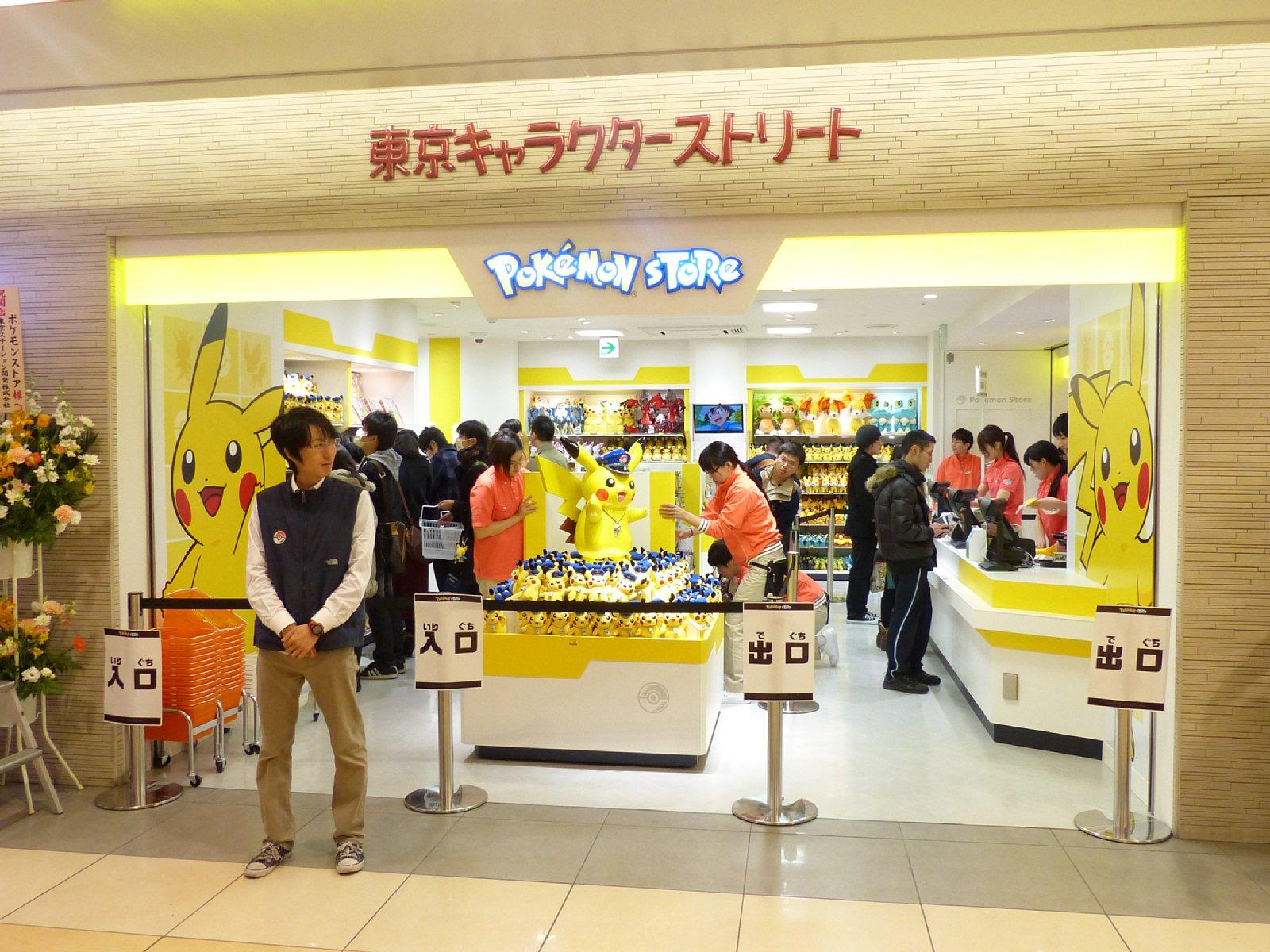 駅長さんピカチュウが待っている! 東京駅にオープンしたポケモン