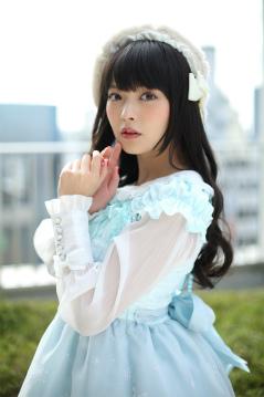 の上坂すみれさんとサルガス役の竹達彩奈 さんが共演するクリスマス特別映像「きよしこの星娘」を、『スターリーガールズ』のアプリ内で限定先行公開いたしました。