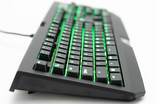 49cd7e42287 ... の高さにはそれほどこだわりがなく,かつRazerらしいデザインのキーボードに惹かれるという人にとって,定番シリーズの最新モデルとなるBlackWidow  Ultimate 2018 ...