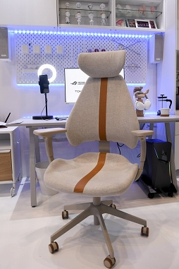 画像集#007のサムネイル/[TGS 2021]家具メーカーのIKEAがゲーマー向け家具を展示。新製品の電動昇降機能付きデスクや,落ち着いたデザインのチェアも