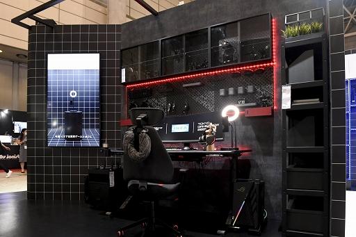 画像集#008のサムネイル/[TGS 2021]家具メーカーのIKEAがゲーマー向け家具を展示。新製品の電動昇降機能付きデスクや,落ち着いたデザインのチェアも