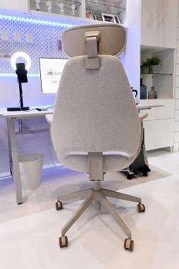 画像集#012のサムネイル/[TGS 2021]家具メーカーのIKEAがゲーマー向け家具を展示。新製品の電動昇降機能付きデスクや,落ち着いたデザインのチェアも