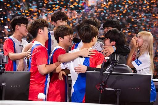 画像(009)「Overwatch World Cup 2018」は,韓国チームが圧巻のパフォーマンスを見せ3連覇を達成。大会MVPにはJJonak選手が選出