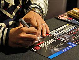 画像(004)多くのファンが駆けつけた「バイオハザード RE:2」発売記念イベント開催。神田プロデューサーへの合同インタビューも合わせてお届け