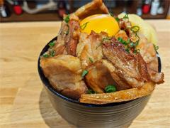 俺のコラボカフェ:Menu 014 「ペルソナ4」で自称特別捜査隊の胃袋を掴む「肉丼」