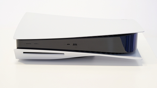 Bộ sưu tập hình ảnh # 009 thumbnail / 8K View với thiết bị chính PlayStation 5 và Dual Sense.  Phần thân chính có độ yên tĩnh tuyệt vời và bàn điều khiển trò chơi mới và thiết thực
