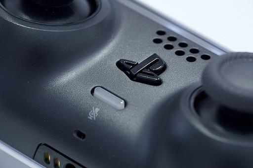 Bộ sưu tập hình ảnh # 014 thumbnail / 8K View với thiết bị chính PlayStation 5 và Dual Sense.  Phần thân chính có độ yên tĩnh tuyệt vời và bàn điều khiển trò chơi mới và thiết thực