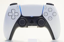 Bộ sưu tập hình ảnh # 017 thumbnail / 8K View với thiết bị chính PlayStation 5 và Dual Sense.  Phần thân chính có độ yên tĩnh tuyệt vời và bàn điều khiển trò chơi mới và thiết thực