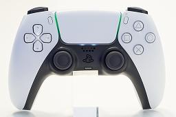 Bộ sưu tập hình ảnh # 019 thumbnail / 8K View với thiết bị chính PlayStation 5 và Dual Sense.  Phần thân chính có độ yên tĩnh tuyệt vời và bàn điều khiển trò chơi mới và thiết thực