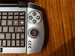 画像(011)話題のゲーマー向け超小型PC「OneGx1」が国内初披露。合体可能なゲームパッドやLTE対応は競合製品にない魅力だ