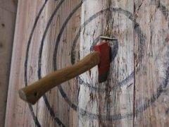 投擲武器,リアルで投げてみたくない? 斧やナイフ,チャクラムを投げられるお店で戦闘スキルを上げてきた